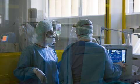 Κορονοϊός: Θρήνος για τη 50χρονη νοσηλεύτρια - Συγκλονίζει η διευθύντρια του ΑΧΕΠΑ