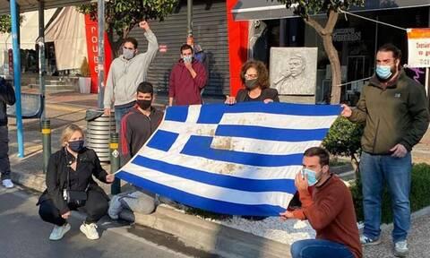 Επέτειος Πολυτεχνείου: Στο μνημείο του Παύλου Φύσσα η ιστορική σημαία - Παρούσα η Μάγδα Φύσσα