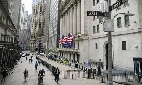 Wall Street: «Φρένο» στα ρεκόρ - Νέα άνοδος για το πετρέλαιο