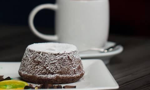 Φτιάξτε νόστιμο και αφράτο κέικ με στιγμιαίο καφέ