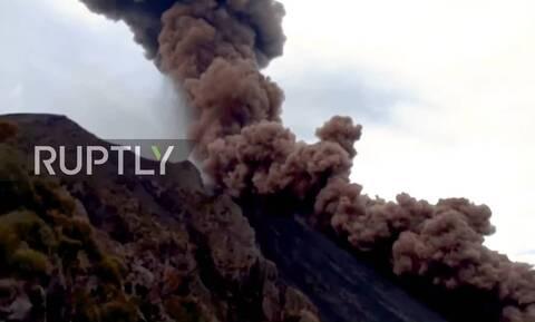 Ιταλία: Εντυπωσιακά βίντεο από την έκρηξη του ηφαιστείου Στρόμπολι