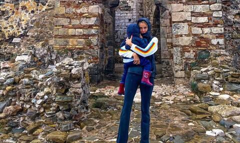 Η βόλτα της Δούκισσας με τα δυο της παιδιά εν μέσω πανδημίας