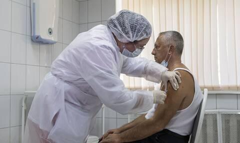 Εμβόλιο Sputnik-V: Κίνδυνος για τους εμβολιασθέντες - Μπορεί να μολυνθούν μεταξύ 1ης και 2ης δόσης