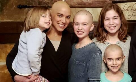 Οι κόρες της ξύρισαν τα μαλλιά τους για να της συμπαρασταθούν