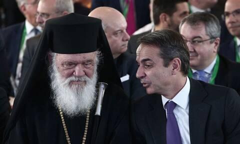 Πέτσας: Ευχές σε Ιερώνυμο - Συνεχόμενα covid test σε Μητσοτάκη