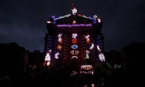Η Tate Britain έβαλε τα... γιορτινά της – Το ελπιδοφόρο μήνυμα για τη νέα χρονιά (pics)