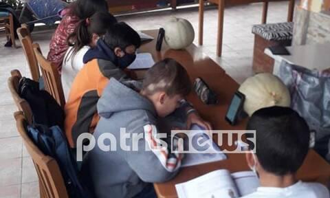 Ηλεία: Εικόνες ντροπής! Τηλεκπαίδευση στο… καφενείο του χωριού