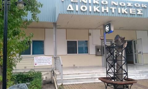 Κορoνοϊός: Ραγίζει καρδιές το πανό έξω από το νοσοκομείο της Λάρισας