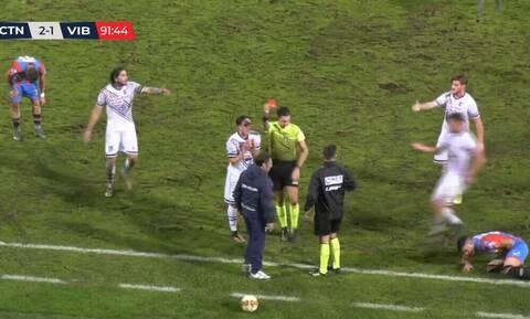 Αδιανόητο! Προπονητής έκοψε… αντίπαλο παίκτη που έβγαινε στην αντεπίθεση (video)