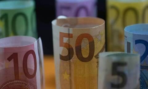 Επίδομα 800 ευρώ: Σε 2 «ταχύτητες» οι πληρωμές - Πότε θα λάβουν τα χρήματα οι δικαιούχοι