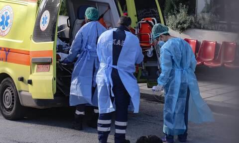 Κορονοϊός: «Εμπόλεμη ζώνη» η Θεσσαλονίκη - Επίταξη κλινικών και διακομιδές με τρένα στην Αθήνα