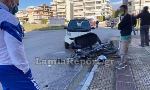 Σοβαρό τροχαίο στη Λαμία - Το μηχανάκι έπεσε πάνω σε γυναίκες που περπατούσαν (pics)