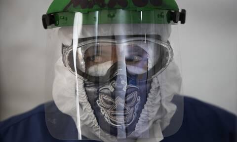 Κορονοϊός: Οι υπερμεταδόσεις τροφοδοτούν τις «εκρήξεις» της πανδημίας παγκοσμίως