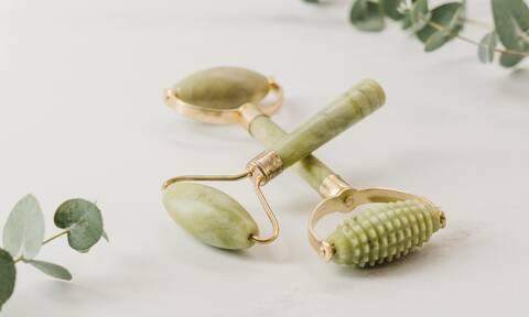 Jade roller: Το απόλυτο εργαλείο ομορφιάς που πρέπει να έχεις στο νεσεσέρ σου