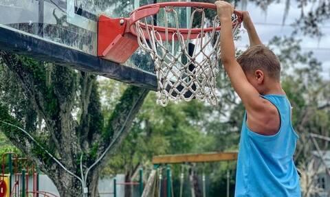 Γνωρίστε το παιδί φαινόμενο στο μπάσκετ - Ό,τι κάνει εντυπωσιάζει