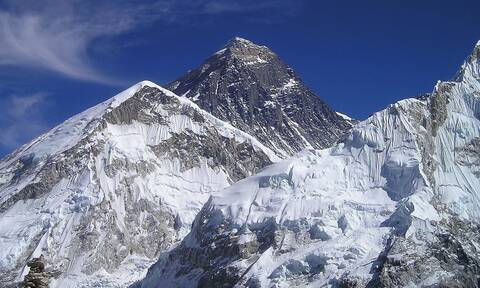 Απίστευτο: Δείτε τι ανακαλύφθηκε στην κορυφή του Έβερεστ