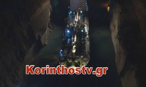 Πλοίο «κόλλησε» στον Ισθμό της Κορίνθου λόγω κατολίσθησης (vid)