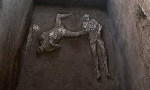 Αρχαιολόγοι ανακάλυψαν στα ερείπια της Πομπηίας τα λείψανα ενός πλούσιου κι ενός σκλάβου