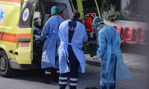 Κορονοϊός - ΠΟΕΔΗΝ: Και τέσσερις γιατροί ανάμεσα στους διασωληνωμένους
