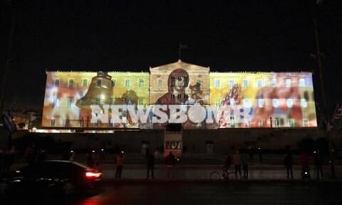 Φίλης: Στυγνή προσβολή της Δημοκρατίας η απεικόνιση στρατιωτικών και θρησκευτικών συμβόλων στη Βουλή