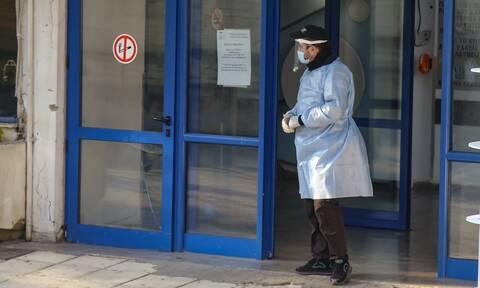 Κορονοϊός Κοζάνη: Αγωνία για 28χρονη μητέρα - Εσπευσμένα στο «Ιπποκράτειο»