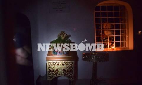 Αποκλειστικό Newsbomb.gr: Στην Ύδρα έβγαλαν εικόνα από εκκλησάκι και την φιλούσαν οι πιστοί́!