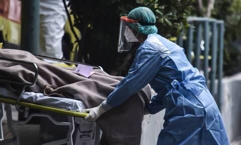 Κορονοϊός: Ο «αόρατος εχθρός» θερίζει τη Θεσσαλονίκη - Στη «μάχη» κινητό νοσοκομείο στο 424