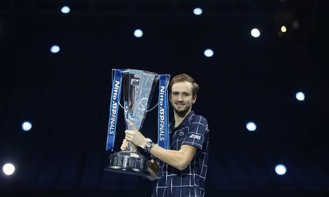 ATP Finals: Πρωταθλητής ο Μεντβέντεφ - Διαδέχθηκε τον Τσιτσιπά με τεράστια ανατροπή! (vid)