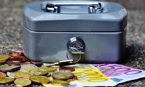 ΟΠΕΚΑ: «Βρέχει» λεφτά - Πότε πληρώνονται οι δικαιούχοι τα επιδόματα - Πόσα χρήματα θα πάρουν