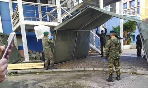 Κορονοϊός – Βόλος: Ο στρατός στήνει σκηνές έξω από το νοσοκομείο (pics)