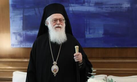 Αρχιεπίσκοπος Αλβανίας: Βγήκε νικητής στη μάχη με τον κορονοϊό - Πήρε εξιτήριο από το νοσοκομείο