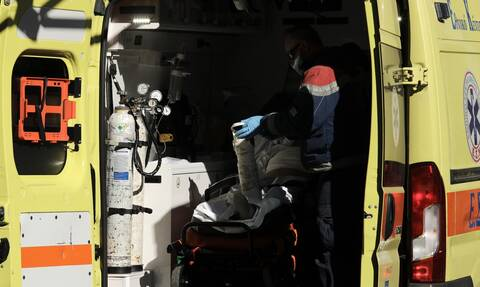 Κορονοϊός: Ραγίζει καρδιές αδελφός νοσηλεύτριας που πέθανε – «Την είδα σε αποστειρωμένο κουτί»