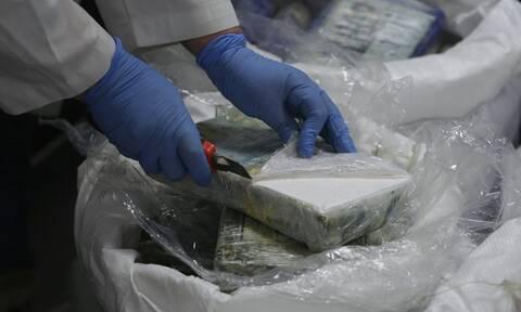 Δεν πίστευαν στα μάτια τους - Βρήκαν τρία κιλά κοκαΐνη σε τουαλέτες αεροσκάφους