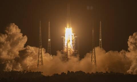 Chang'e 5: Εκτοξεύτηκε το κινέζικο ρομποτικό σκάφος - Στόχος νέα δείγματα από τη Σελήνη