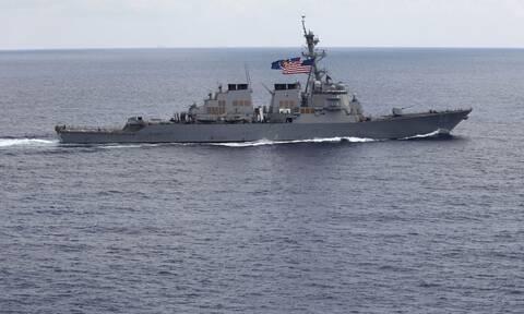 Μόσχα: Ρωσικό αντιτορπιλικό «έδιωξε» αμερικανικό πολεμικό από τα ρωσικά χωρικά ύδατα