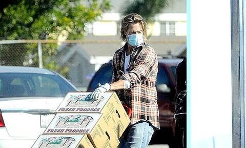 O Μπραντ Πιτ είναι κουλ και όταν κάνει... delivery!