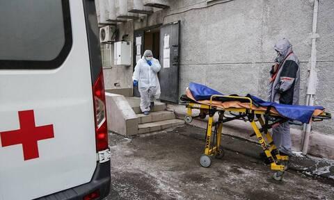 В РФ зарегистрировали 491 смерть из-за коронавируса за сутки. Это максимум за всю пандемию