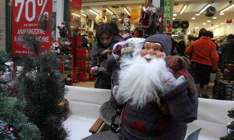 Забудьте про рестораны и кафе. В этом году греки отпразднуют Рождество по-домашнему