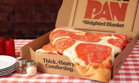 Έπος: Δείτε τι δώρο κάνουν παρέα με μια πίτσα!