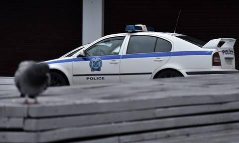 Απόδραση ποινικού έξω από αστυνομικό τμήμα - Άνοιξε την πόρτα και έφυγε... περπατώντας