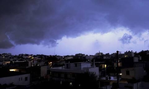Καιρός: Θυελλώδεις άνεμοι, βροχές και «βουτιά» του υδράργυρου έως 6 βαθμούς την Τετάρτη (25/11)
