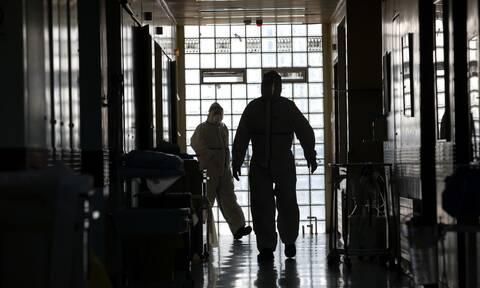 Κορονοϊός: Η κυβέρνηση αναζητά 4 ειδικότητες γιατρών - Η γραφειοκρατία είναι εμπόδιο για εθελοντές