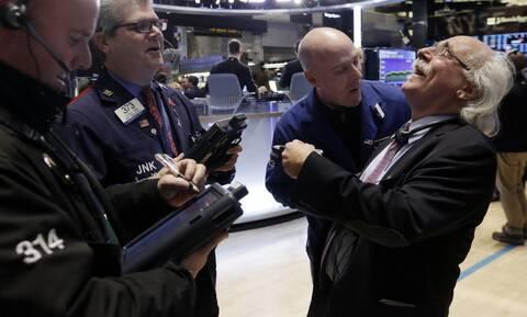 Γράφτηκε ιστορία στη Wall Street - Ο Dow Jones έκλεισε πάνω από τις 30.000 μονάδες
