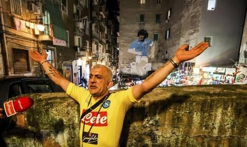 Ντιέγκο Μαραντόνα: Ανατριχιαστικές στιγμές στη Νάπολη – Το «Σαν Πάολο» θα πάρει το όνομά του