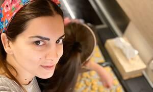 Σταματίνα Τσιμτσιλή: Τραγουδάει και οι κόρες της παίζουν μουσική (vid)