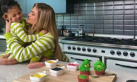 Grinch Cupcakes: Η συνταγή της Kylie Jenner έχει γίνει viral