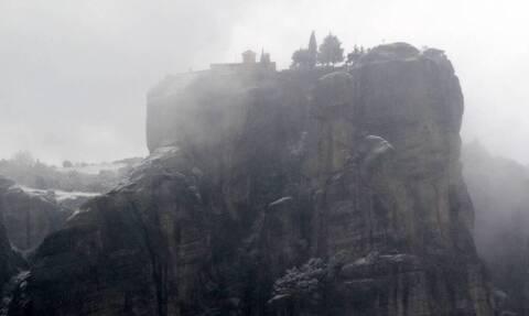 Κορωνοϊός: Θρίλερ με τη διάσωση Μοναχού στα Μετέωρα