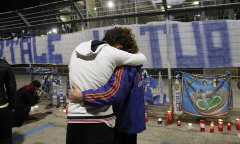 Ντιέγκο Μαραντόνα: Ραγίζουν καρδιές οι εικόνες στους δρόμους της Αργεντινής και της Νάπολη (pics)