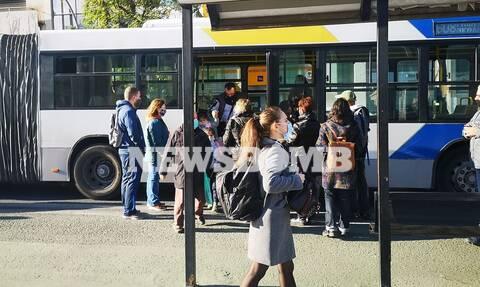 Κορoνοϊός - Αυτοψία Newsbomb.gr: Εικόνες συνωστισμού στα λεωφορεία