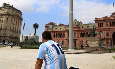 Ντιέγκο Μαραντόνα: Ένταση και επεισόδια στο λαϊκό προσκύνημα (photos)